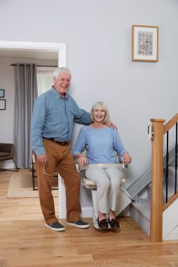 1100-couple-with-stairlift-1